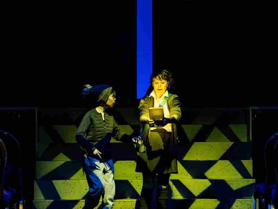 Toto (Adam Crompton) and Dorothy (Anne O'Riordan)